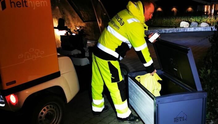 HeltHjem leverer matvarer på natten til en Homeboxx med en Paxter elbil.