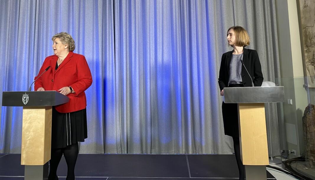 Erna Solberg og Iselin Nybø på dagens pressekonferanse.