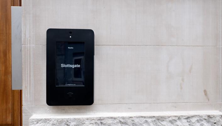 Produktet er en moderne porttelefon der man benytter en app på mobiltelefonen som døråpner. En skybasert touchskjerm basert på norsk teknologi utgjør selve hjertet i systemet.