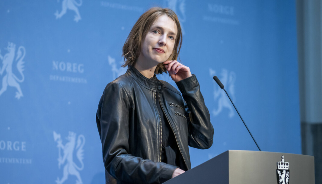 Næringsminister Iselin Nybø (V) presenterer regjeringens forslag til midlertidige endringer i skattesystemet for olje- og gassnæringen.