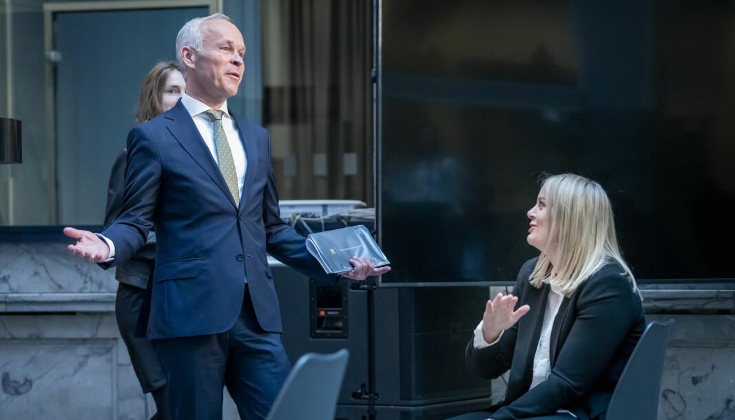 Finansdepartementet, her ved finansminister Jan Tore Sanner har ingen tall på bruken av opsjonsordningen. T.h oljeminister Tina Bru.