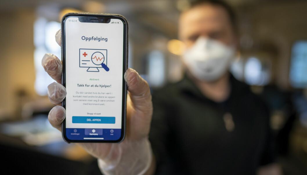 Folkehelseinstituttets nye app smittestopp for smittesporing. Appen skal hjelpe myndighetene med smittesporing, men kan også brukes til å varsle brukeren om at han eller hun har vært i nærheten av noen som er smittet av koronaviruset. Foto: Heiko Junge / NTB scanpix