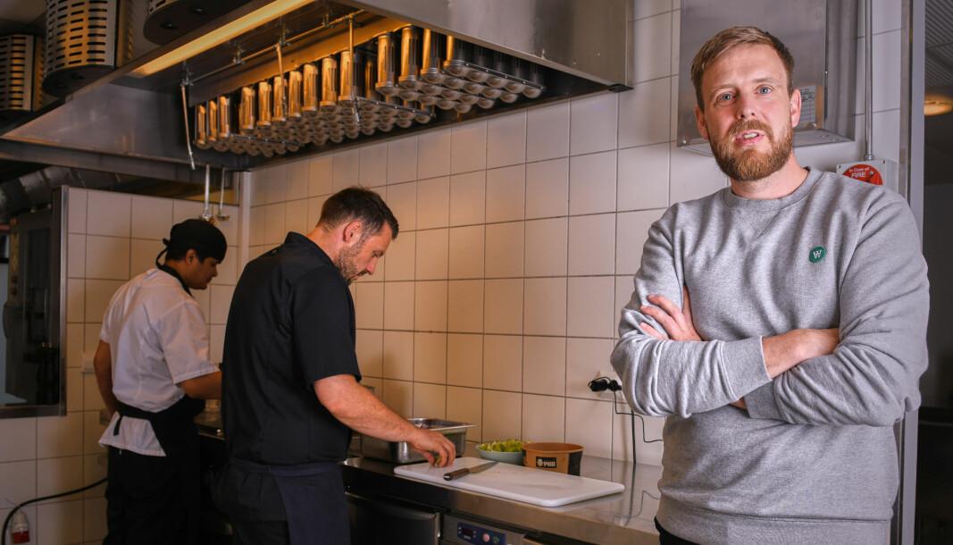 Jonas Stokke, daglig leder i Livly sammen med Sandor Camai, Head Chef (i sort) og Budda BK, Sous Chef (i hvitt).