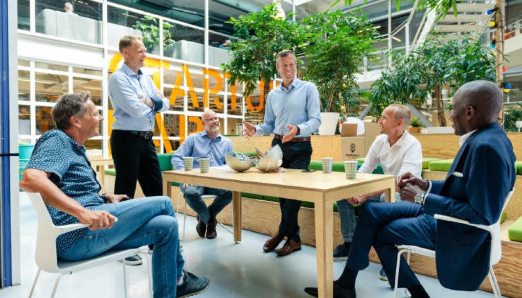 Fra venstre styreleder Dag Honningsvåg, daglig leder Brage W. Johansen, Jon Berg i Sarsia Seed, teknologiansvarlig Øyvind Teigen, operasjonssjef Knut Sandven og Patrick Sandahl, Investinor.