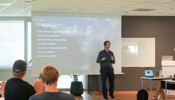 Psykolog og gründer av Lifekeys, Gudmundur Ebenezer, har holdt kurs for startups på StartupLab