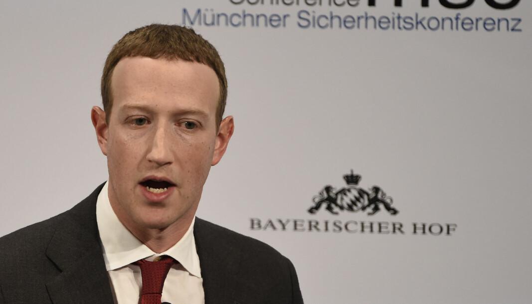 Facebook-sjef Mark Zuckerberg sier selskapet har et ansvar for å beskytte demokratiet.