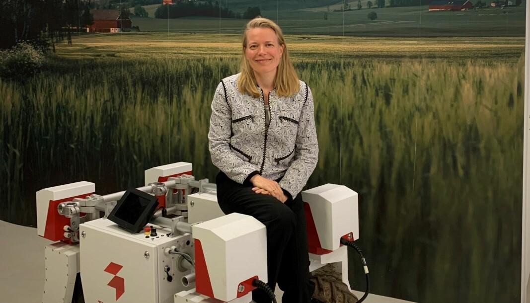 Anne Dingstad Vabø blir ny CFO i Saga Robotics. Her sammen med roboten Thorvald