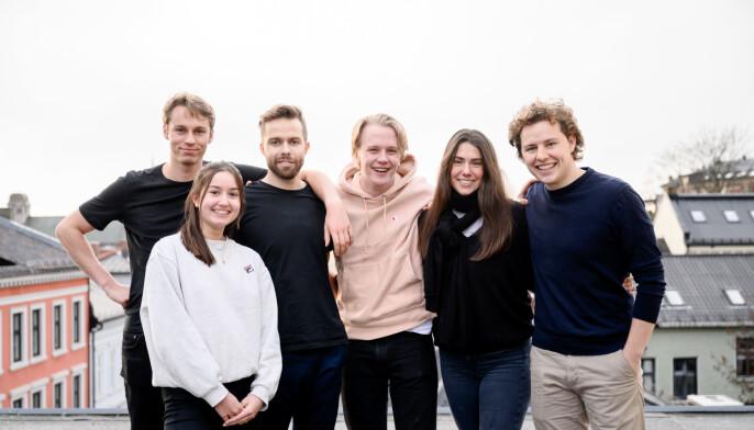 Learnlink.-teamet: Jonas Hyllseth Ryen, Johannes Berggren, Aleksander Røe Strømshoved, Sigrid Skjønsberg og Tellef Tveit. Nederst til venstre: Emma Eriksson Foto: Fartein Rudjord