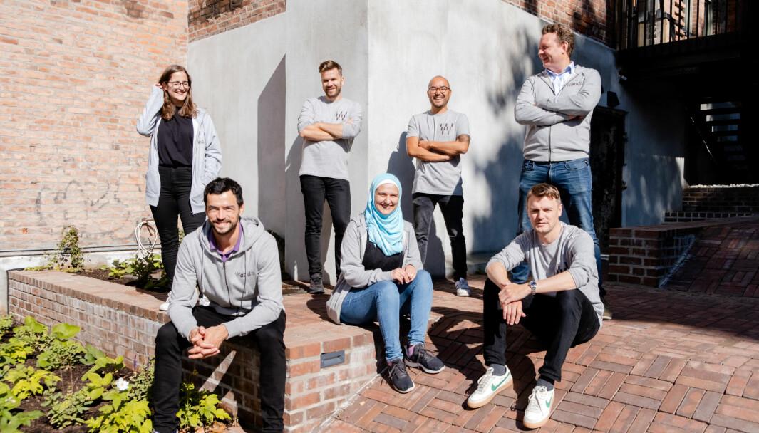Deler av Wanda-teamet, som totalt teller over 20 ansatte. Første rad fra høyre: Mathias Hovet, co-founder & CPO, utvikler Boushra Kolko, co-founder & COO Predrag Popovic. Bakerste rad fra høyre: Founder & CEO Lars Syse Christiansen, co-founder & CTO Yves Hwang, co-founder & CCO Øystein Løseth og Maria Bono, designer.