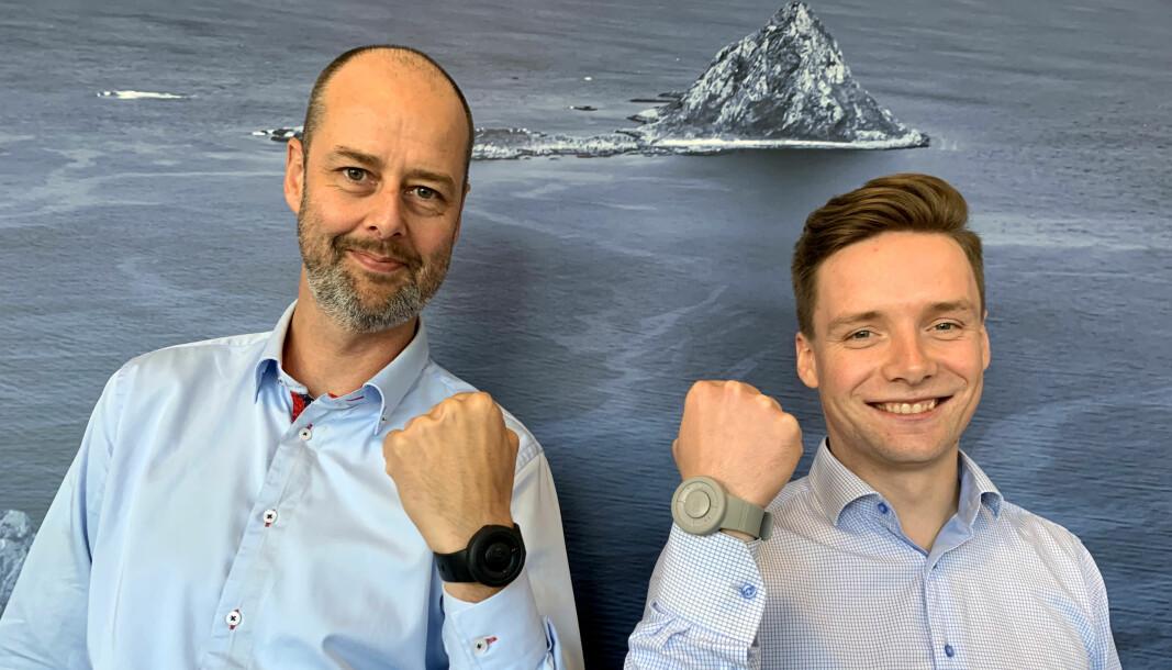Kenneth Sørheim, (til venstre) leder digital utvikling & transformasjon i Norlandia og Simen Torp Halvorsen, (til høyre) CEO i Bee Concepts inngår samarbeid.