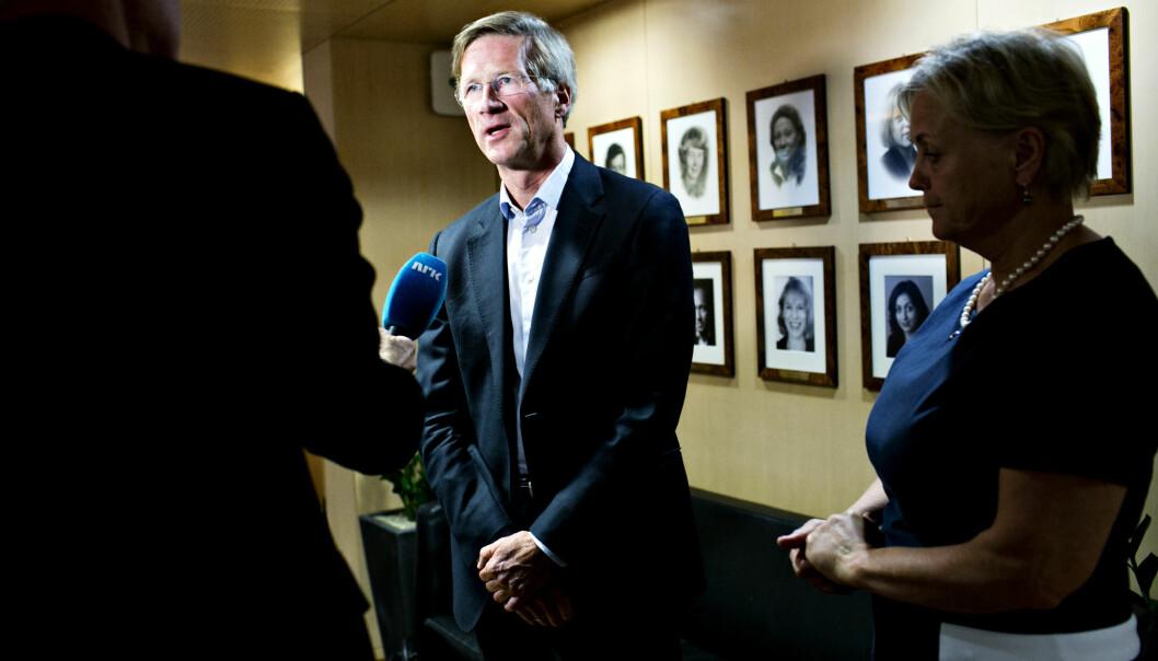 Birger Magnus ble utnevnt til ny styreleder i NRK i 2014. Tidligere kulturminister Thorhild Widvey t.h.