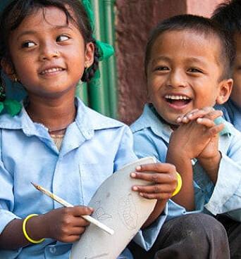 En av julegavene du kan gi i år er skolegang til 100 barn til 25.000 kr. Les mer ved å klikke på bildet.