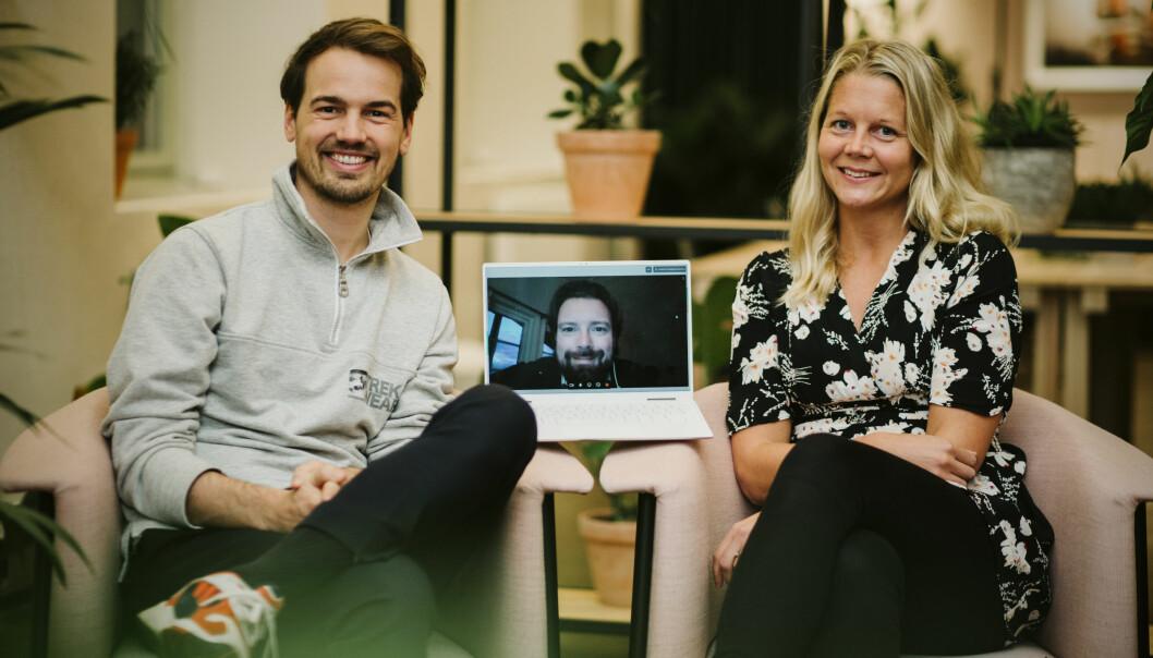 Herman Schistad (t.v.) og Emma Tryti inntar toppen hos sparetjenesten Kron, sammen med gründer Joar Hagetun (på skjerm).