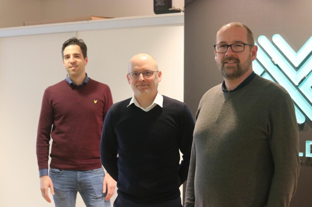 Kommersiell direktør Eirik Lystad Hagem (t.v), administrende direktør Jan Bjørnar Lund og teknisk direktør og med-gründer Dag T. Wisland i Novelda.