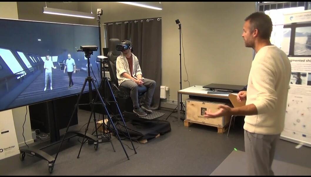 Holocap i bruk. Peder Børresen står foran Kinect-sensoren og kameraet.