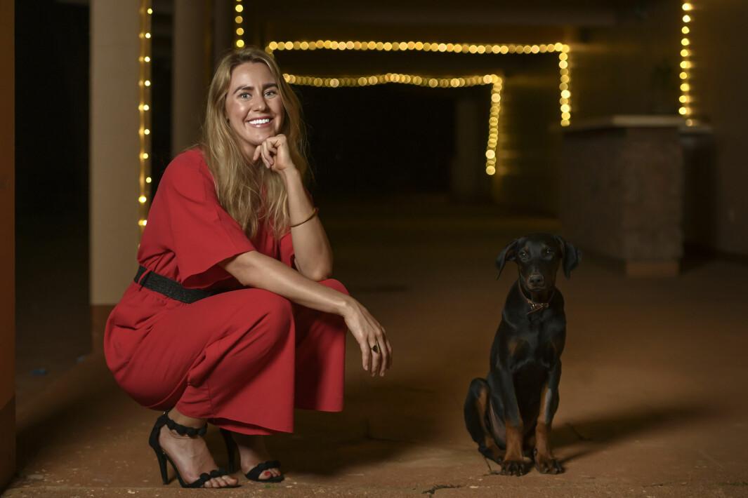 Thea Sommerseth Myhren har fått seg hund etter at innbruddstyver tok seg inn i huset hennes mens hun sov.