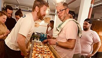 Pizzaen hos Mano er litt annerledes i formen. Den er også utviklet for å egne seg godt til take-away.