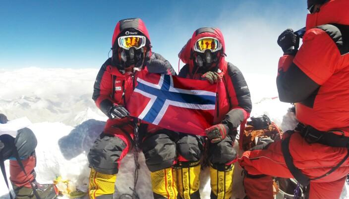 Ekteparet Harald Bergset og Tone Gravir er godt fornøyd med å ha besteget Mount Everest. De er så langt de eneste som har brukt Klimb-appen på veien