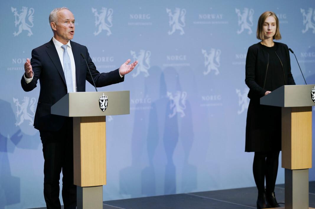 Regjeringen, her ved finansminister Jan Tore Sanner (H) og næringsminister Iselin Nybø (V) foreslår en ny opsjonsordning.
