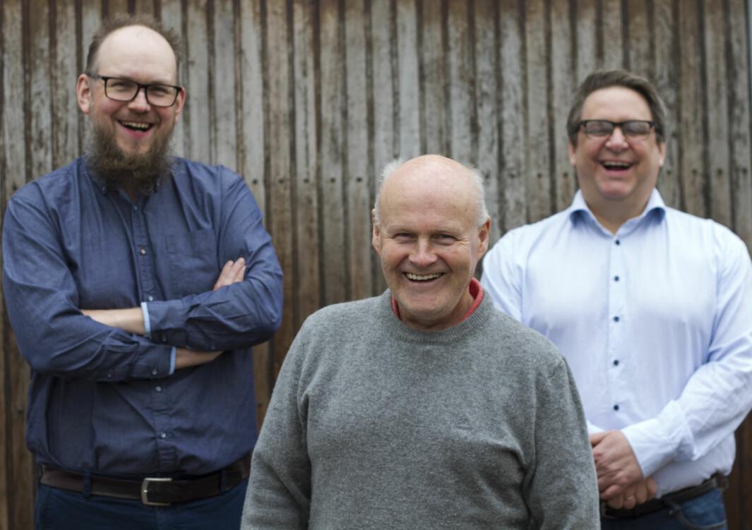 Gründerne Harald Nes Rislå (t.v.) og Geir Robstad (t.h.) i Heaten, sammen med engleinvestor Kjell Lunde (i midten).