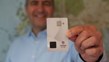 I en verden der stadig flere snakker om digitale lommebøker tviholder André Løvestam, daglig leder i Zwipe på at plastikkortet har fremtiden for seg.