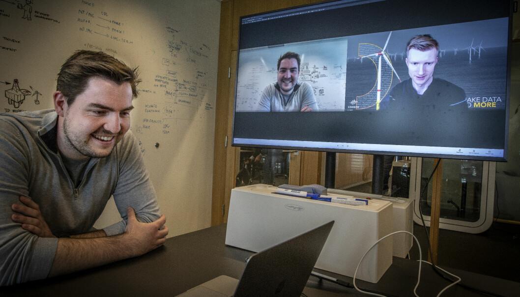 Fredrik Anfinsen fra Aker-kvartalet på Fornebu møter Geir Engdahl på video fra hjemmekontoret.