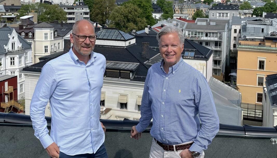 Gründer Einar Marthinsen (t.v.) og styreleder Helge Onsum i Parkit vil gjennom selskapets plattform gi bedre utnyttelse av hovedstadens parkeringsplasser.