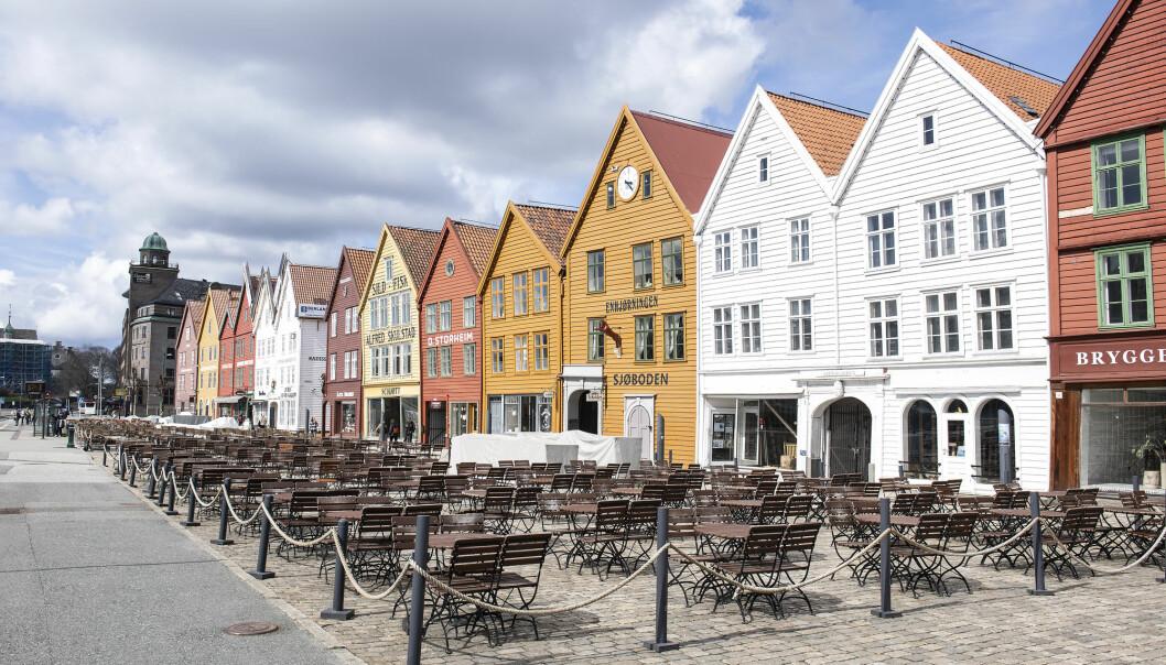 Bergen 20210503.  Uteserveringene på Bryggen i Bergen er stengt pga koronarestriksjoner.  Foto: Marit Hommedal / NTB