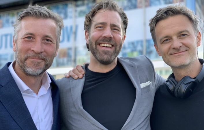 Pontus Ogebjer i Schibsted med PodMe-gründerne Niklas Julin och Johan Strömberg.