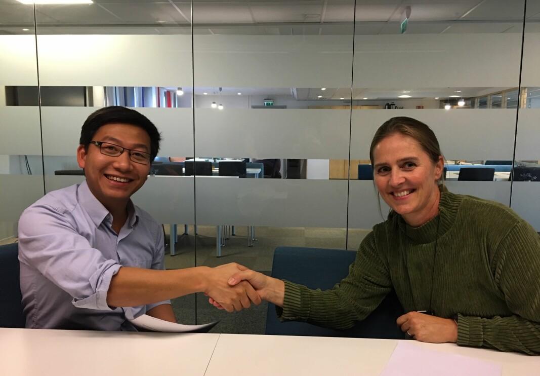 Hai Nguyen i Vnnor sammen med tidligere økonomisjef i Trondheim kommune Heidi Torvik da de innførte AI i bemanningen av sykehus, sykehjem og hjemmesykepleie