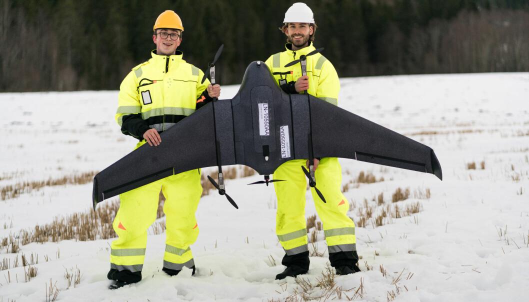 Herman Øie Kolden (t.v.) og Bernhard Paus Græsdal under en av testflyvningene mellom Røros og Trondheim.