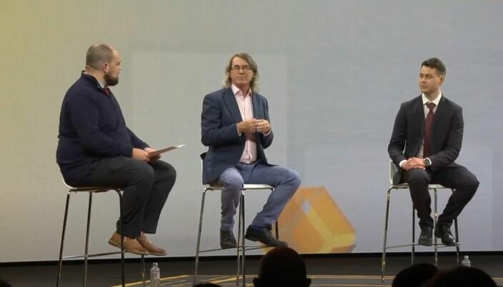 Bokforingsprat. Coingeeks Chief bitcoin historian Kurt Wuckert jr (t.v) var moderator i en samtale om trippel bokføring med blant annet Ian Grigg og Abendums Torje Sunde (t.h)