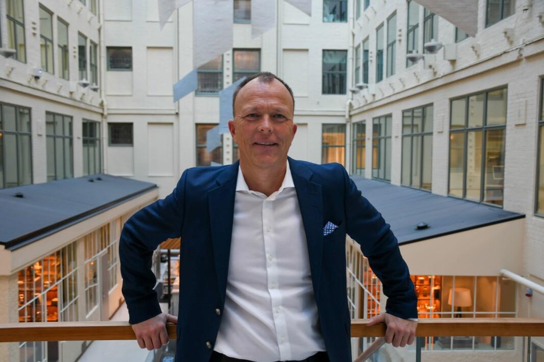 Daglig leder Nils Apeland ser lyst på at selskapet han leder, Talerlisten, tilbyr både digitale og fysiske foredrag