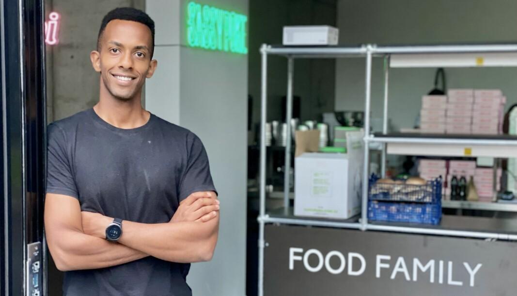 Nathan Jirenyaa Etefa i Food Family mener modellen de går for gjør at de kan tilby kvalitetsmat til en betydelig lavere pris enn konkurrentene
