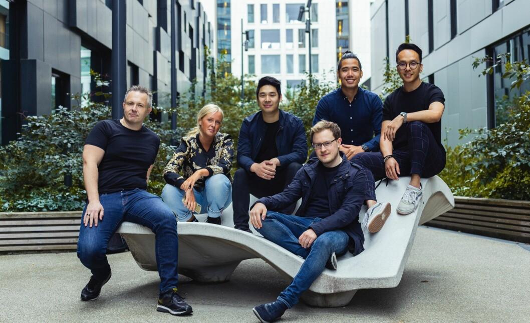 Gründerne bak den norske kryptobørsen MiraiEx. Fra venstre: Øyvind Kvanes, Maren Kleppan, Thuc Tuan Hoang, Steffen Eriksen (foran), Hoang Minh Trinh, Kien Vu.