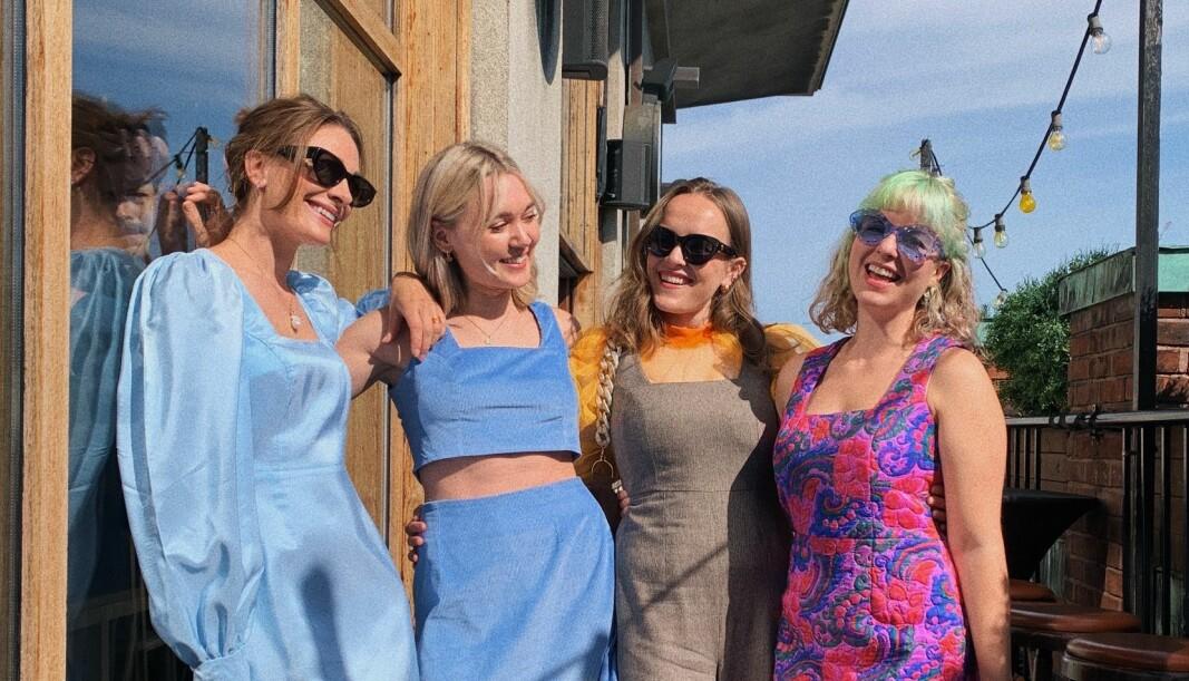 Jenny Skavlan, Mari Nordén, Ingrid Lys Visne og Ingrid Bergtun i Fæbrik i selvsydde klær fra tjenesten de har utviklet, Pætti