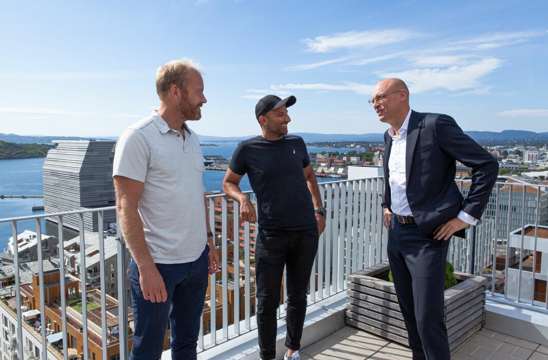 Gode kompanjonger. Fra venstre Halvor Lande, daglig leder Aprila Bank, Israr Khan, produkt og teknologisjef, Aprila. Anders Grevstad, leder for produkt og produktutvikling i Corporate Banking i DNB.