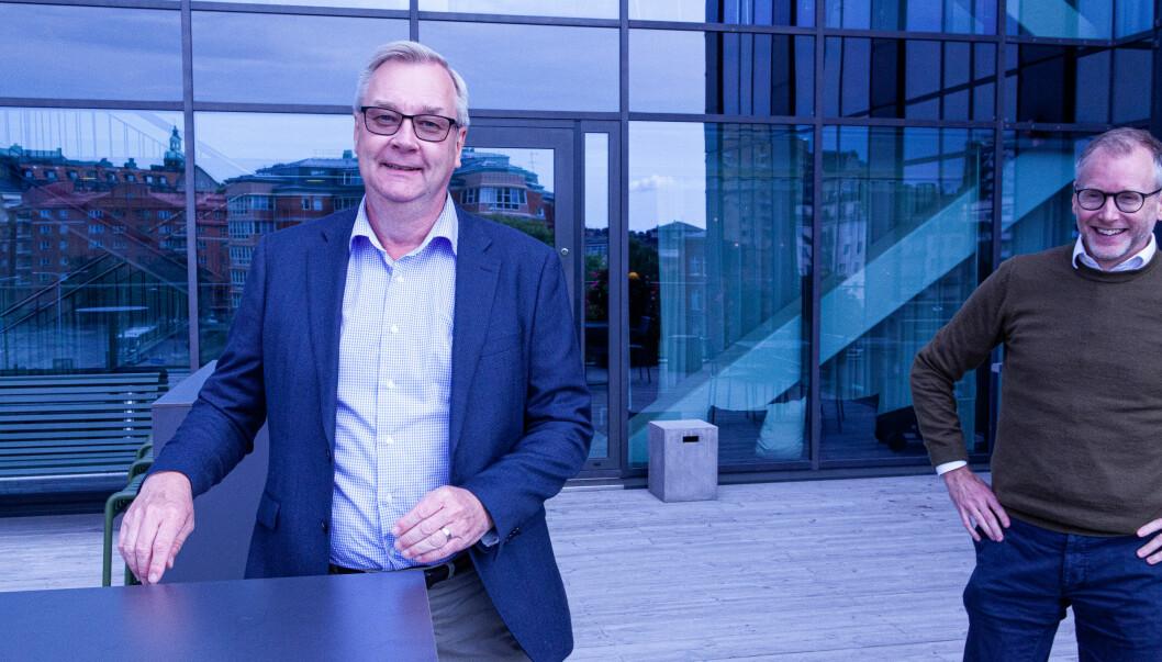 P27-sjef Lars Sjögren venter utålmodig på en lisensgodkjenning fra den svenske Finansinspeksjonen. Før den er på plass kan selskapet ikke komme i gang med virksomheten. Til høyre kommunikasjonsdirektør Martin Georgzén