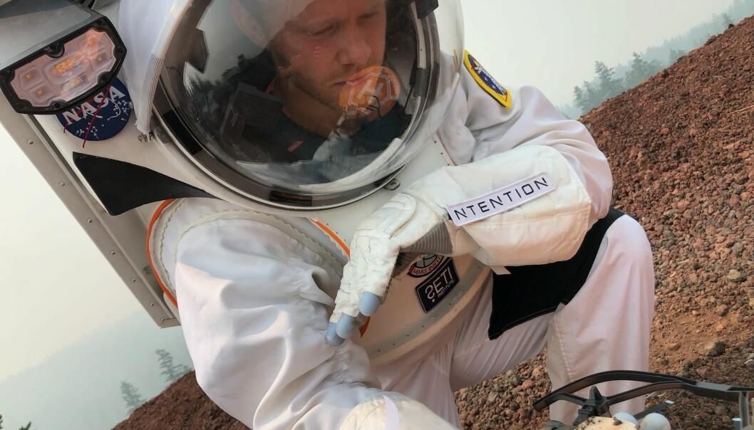 Co-CEO Magnus Arveng var med å teste den nye konsept-romdrakt til Collins Aerospace, der fokuset i år var systemintegrasjon mellom Ntentions Astronaut Smart Glove og deres it-system i drakten.