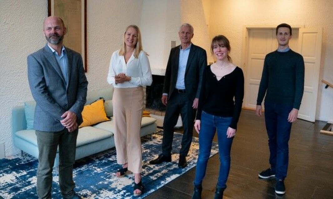 F.v. Quesnay-sjef Philip Røer, Henna Raknes, driftsdirektør i Stacc, adm. direktør i Stacc Geir Hamre Nordrik, driftsdirektør Marie Holter i Quesnay og Henk Weidenfeld, teknologidirektør i Quesnay.